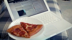 pizza+blogging=LUNCH!